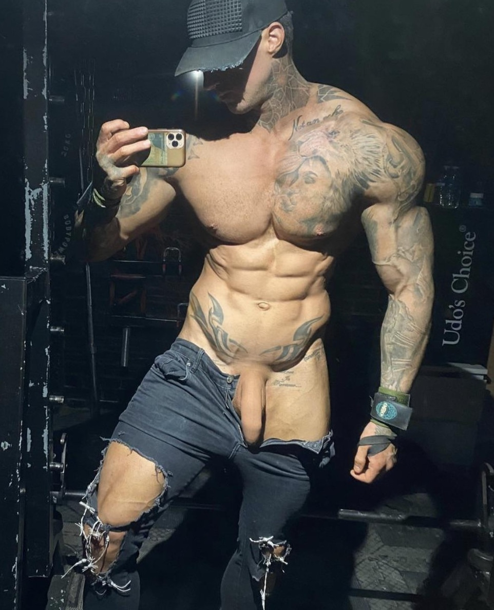 Hunk with a sexy cock